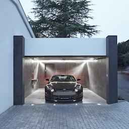 Garage schwarz-weiss